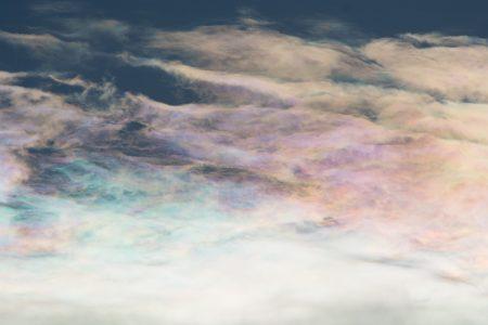 願いが叶いそうな虹色の雲